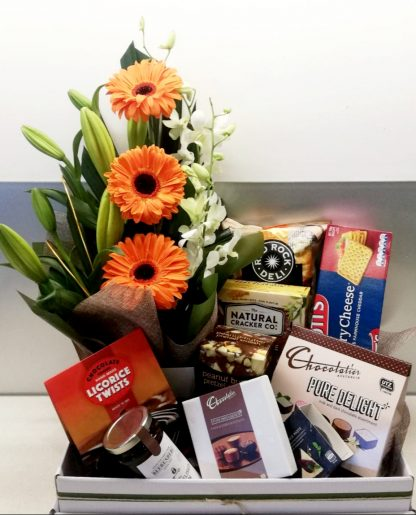 flowers and gifts hamper